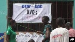 Un bureau de vote à Kinshasa, lundi 28 novembre 2011