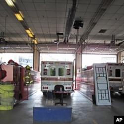 消防站既有救火车也有救护车