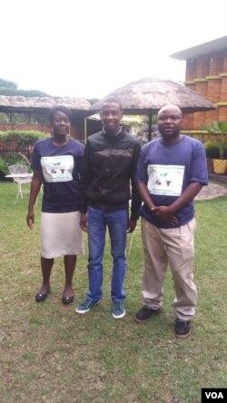uMnu.Lovemore Nyakazela Lo Mnu.Mandlethu Ngwenya (center), ingwethi kwezokulima