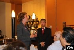 共和党候选人与维州华裔选民见面 (美国之音杨晨 拍摄)