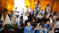 ۸ میلیونه افغان ماشومان په زده کړه بوخت دي