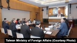 """美国国务院亚太助卿史达伟2020年12月2日在""""美台教育倡议""""对话中发表讲话 (台湾外交部照片)"""