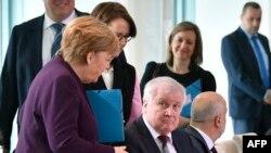 Chanseliyeri w'Ubudage Angela Merkel na minisitiri w'ubutegetsi bw'igihugu w'Ubudage, Horst Seehofer,