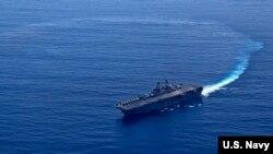 """美軍""""黃蜂號""""兩棲攻擊艦2018年9月27日在南中國海展演習(美國海軍)"""