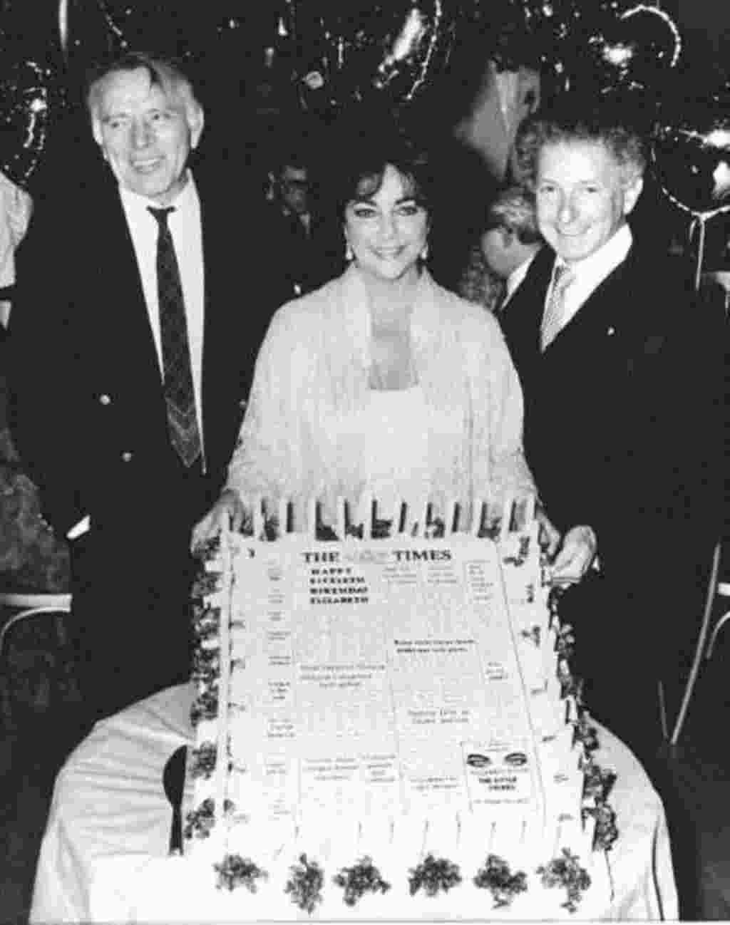Elizabeth Taylors celebra su cincuenta cumpleaños, febrero de 1982.