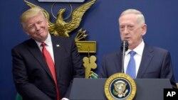Bộ trưởng Quốc phòng Mỹ Jim Mattis và Tổng thống Donald Trump