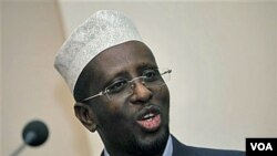 Presiden Somalia Sharif Sheikh Ahmed mengampuni 6 warga asing, namun pemerintah Somalia menyita jutaan dolar uang tunai yang mereka bawa.
