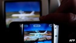Літак канцлера Меркель на моніторі під час інциденту