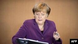 Merkel bën thirrje për një integrim më të madh të vendeve të Eurozonës