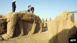 Irački radnici na arheološkom nalazištu u Nimrudu (arhivski snimak)