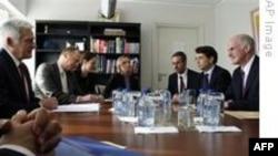 Papandreu güçlü siyasi destek talep etti