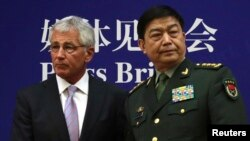 U.S. Secretary of Defense Chuck Hagel shakes hands with Chinese Minister of Defense Chang Wanquan. ( April 8, 2014)