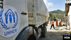 Truk UNHCR dikerahkan untuk mendistribusikan bantuan.