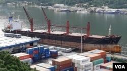 대북제재 위반을 이유로 미국 정부가 억류해 매각 처리한 북한 선박 와이즈 어네스트 호가 지난 6월 미국령 사모아의 수도 파고파고 항구에 계류돼 있다.