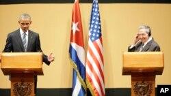 AQSh Prezidenti Barak Obama Kuba rahbari Raul Kastro bilan matbuot anjumanida, Gavana, Kuba, 21-mart, 2016-yil