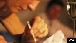 Los cargos por tráfico de drogas incluyen una condena máxima de cadena perpetua.