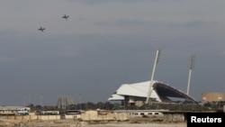 هواپیماهای روسی در حال پرواز در شهر ساحلی لاذقیه - آرشیو