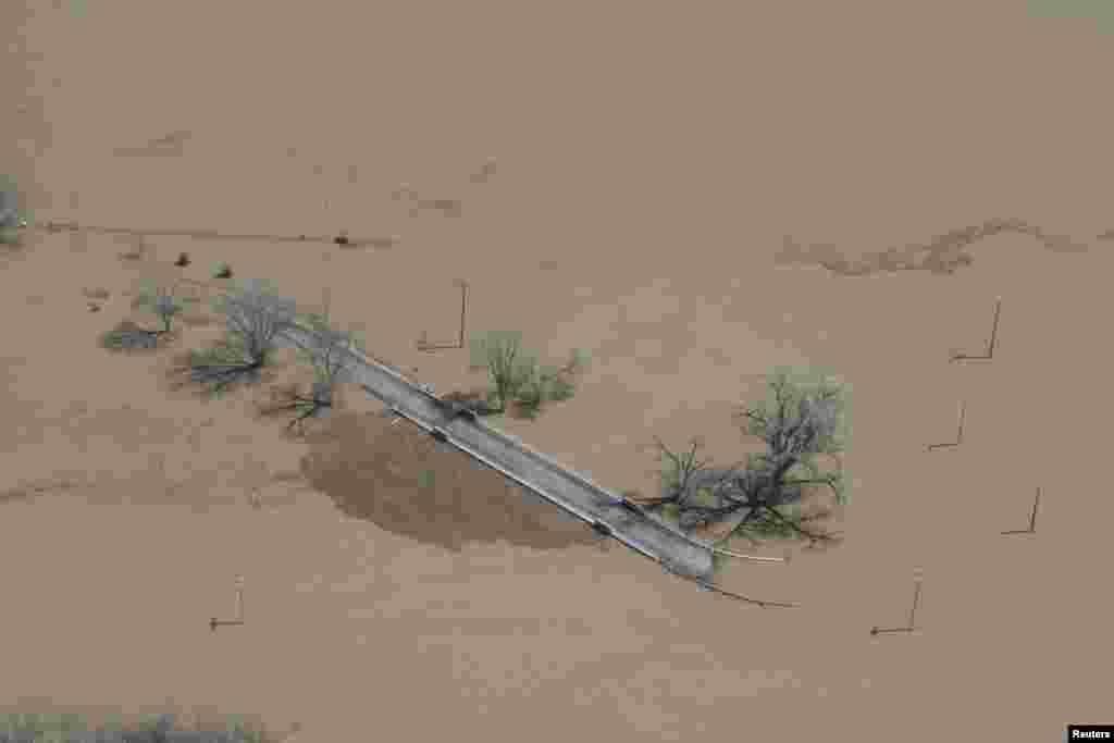 Một con đường trong tiểu bang Missouri bị chìm sau khi có lụt hai bên bờ sông Mississippi, Hoa Kỳ. (Hình do văn phòng Thống đốc Missouri cung cấp.)