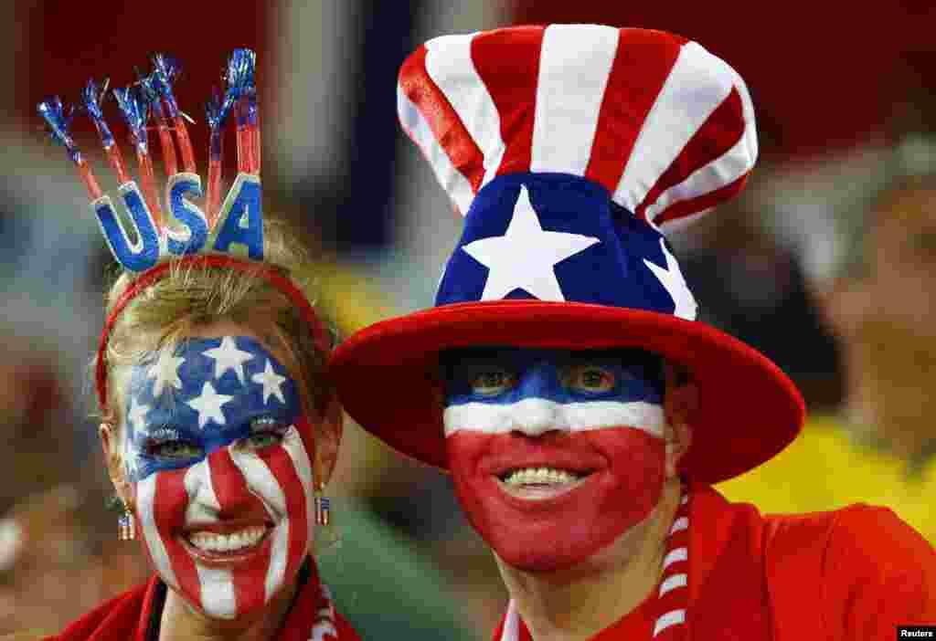 Fan Mỹ tại sân vận động Dunas ở Natal, Brazil.
