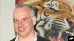 英國商人尼爾.海伍德2011年4月在北京一家畫廊裡
