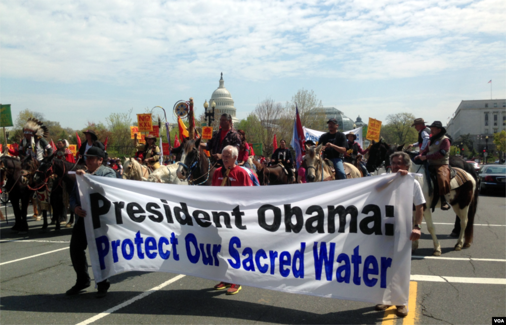 "Native Americans, farmers, ranchers, and cowboys gather outside the Capitol Hill during a ""Reject and Protect"" rally to protest against the Keystone XL tar sands pipeline, Washington D.C., April 22, 2014. (Diaa Bekheet/VOA)"