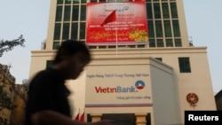 Trụ sở Ngân hàng Vietinbank ở Hà Nội, 27/1/2014.