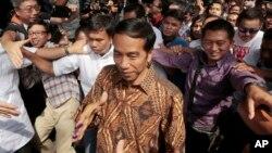 Calon Presiden Joko Widodo, Kamis (10/7) di Jakarta, mengecam keras serangan militer Israel terhadap Palestina.