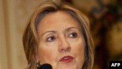 Ngoại trưởng Clinton hứa làm việc với bà Aung San Suu Kyi để củng cố xã hội dân sự và quảng bá dân chủ tại Miến Điện