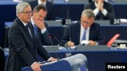 장 클로드 융커 유럽연합 집행위원장이 9일 프랑스 스트라스부르에서 열린 유럽 의회에서 연설하고 있다.