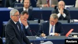 """AB Komisyonu Başkanı Juncker, Avrupa Parlamentosu'nda oldukça uzun ve özeleştiri içeriği ağır basan bir """"Birliğin Durumu"""" konuşması yaptı."""