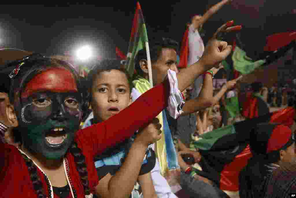 Libyans celebrate the death of former leader Moammar Gadhafi at Martyrs' Square in Tripoli, October 20, 2011. (Reuters)
