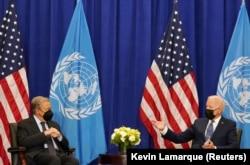 Predsjednik Biden razgovara sa generalnim sekretarom UN Antoniom Guterresom pred početak 76. zasjedanja Generalne skupštine UN u New Yorku, 20. septembra 2021.