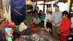 نمائندہ خصوصی برما کے دورے پر عام لوگوں سے ملاقات کے دوران