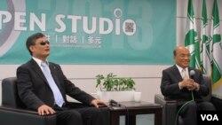 陈光诚和苏贞昌在民进党中央党部会面(美国之音张永泰拍摄)