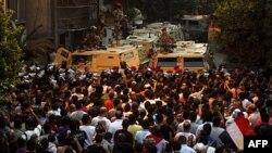 Misirli etirazçılar Qahirədəki İsrail səfirliyi qarşısına toplaşıb