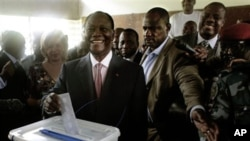 Presidential candidate Alssane Ouattara casts his ballot in the first round of presidential elections in Abidjan, Ivory Coast, 31 Oct 2010