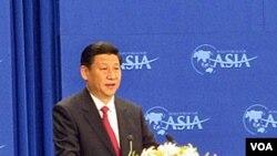 Seorang anggota parlemen Selandia Baru melakukan unjuk rasa saat kunjungan Wapres Tiongkok Xi Jinping.