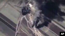 Bombardement russe en Syrie (ministère russe de la Défense via AP)