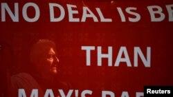 Une bannière pro-Brexit a devant le Parlement britannique, à Londres, le 1er avril 2019.