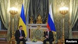 Perezida w'Uburusiya Vladimir Putin na Viktor Yanoukovitch, wakuweho muri Ukraine