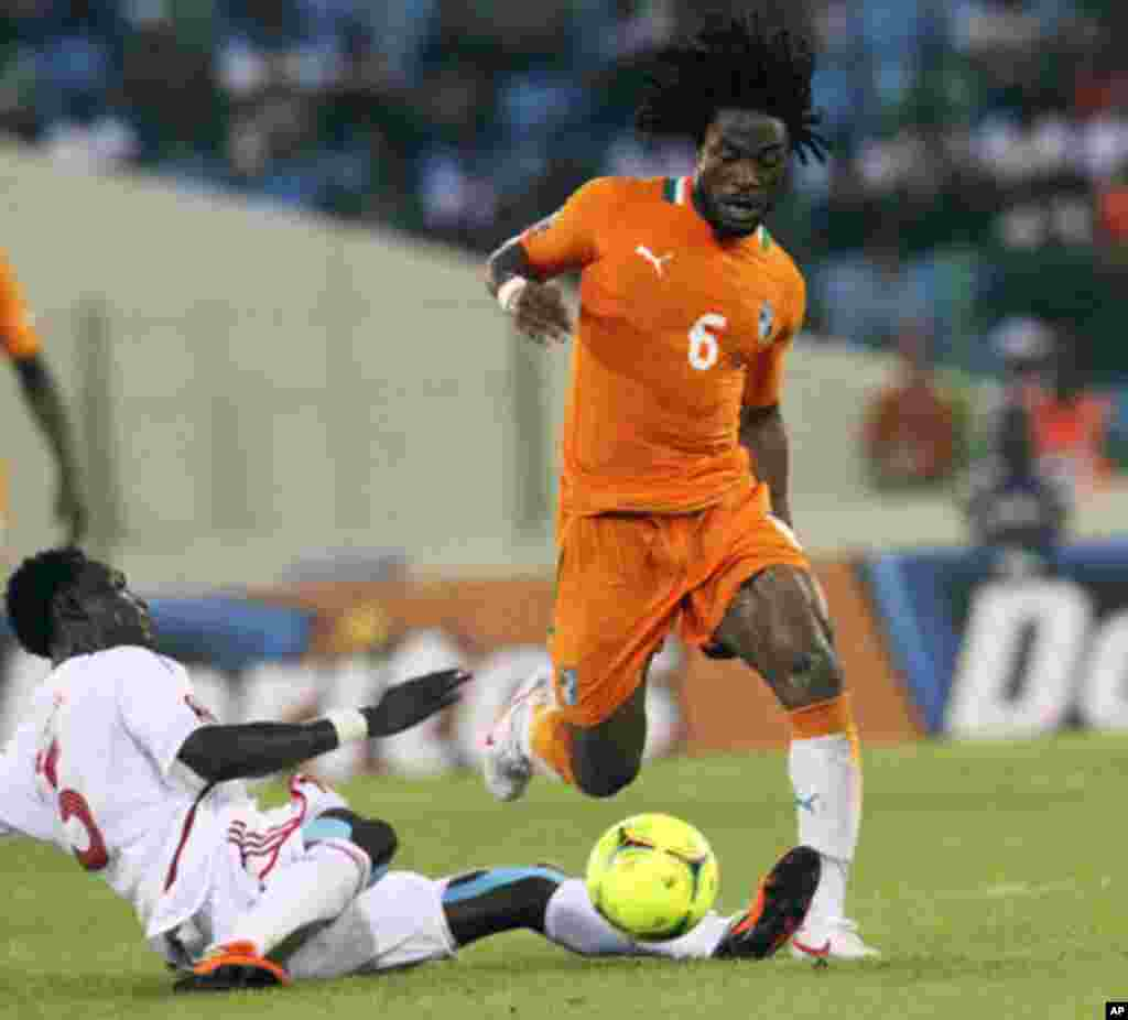"Ivory Coast's Jean-Jaques Gosso (R) fights for the ball with Sudan's Eldin Yousif Alaa during their African Nations Cup soccer match in Estadio de Malabo ""Malabo Stadium"", in Malabo January 22, 2012."