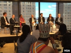 Government policymakers, corporate executives and indigenous leaders discuss deforestation and the indigenous stewardship of these forests as a way to combat climate change, promote justice and fight poverty, in New York, Sept. 24, 2014. (Adam Phillips/VOA)