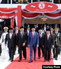 Presiden Joko Widodo bersama Ketua DPR RI Bambang Soesatyo pada rapat paripurna pembukaan persidangan I DPR RI Tahun 2019-2020, di Gedung DPR/MPR RI, Senayan , Jakarta, 16 Agustus 2019. (Foto: Biro Pers)