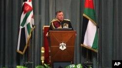 ກະສັດ Abdullah II ຂອງຈໍແດັນ ຊົງກ່າວຖະແຫລງ ໃນລະຫວ່າງ ການເປີດກອງປະຊຸມສະພາ ຢູ່ທີ່ນະຄອນຫລວງ Amman.