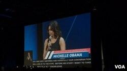 ສະຕີໝາຍເລກນຶ່ງ ທ່ານນາງ Michelle Obama.
