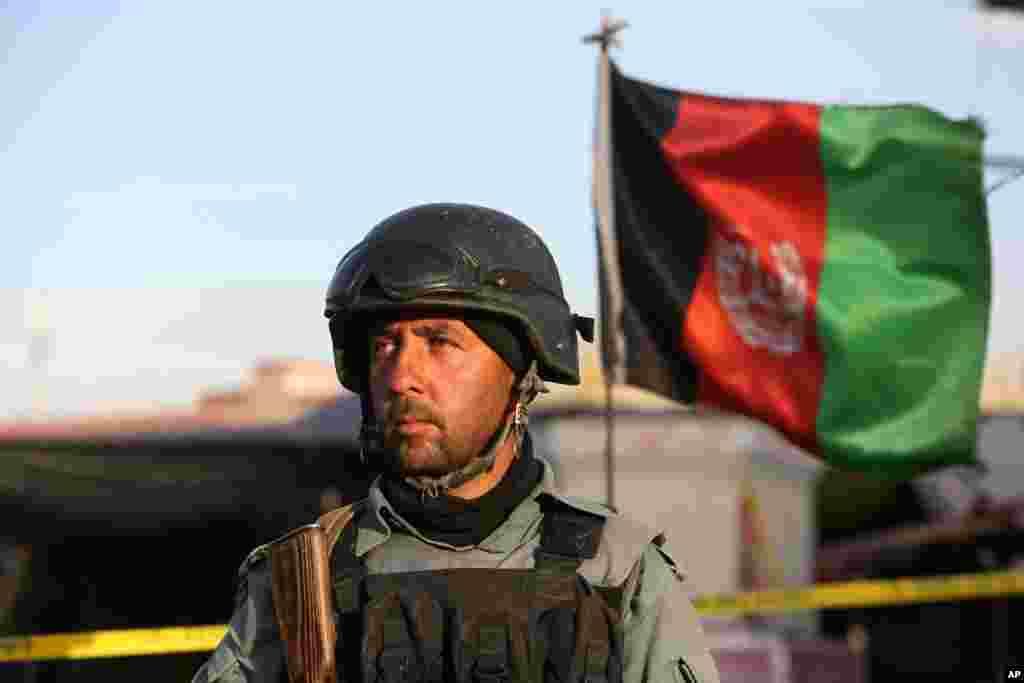 یو افغان سرتیری په کابل کې د ځانمرگي برید وروسته شاو خوا سیمه څاري