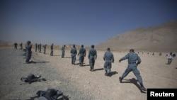 Regruti avganistanske policije na obuci nedaleko od Kabula
