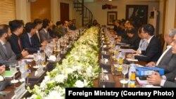 کرتار پور راہداری پر پاک بھارت مذاکرات جاری ہیں۔