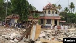 O templo parcialmente destruído pelo incêndio