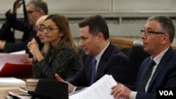 Nikola Gruevski (u sredini) u sudnici
